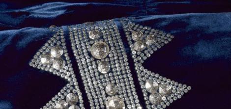 פרט מתוך שמלה של ז'אן לנווין, מוזיאון גליארה